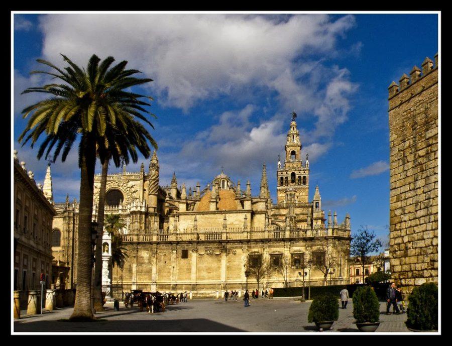Catedral-de-Sevilla-y-La-Giralda-a23670247