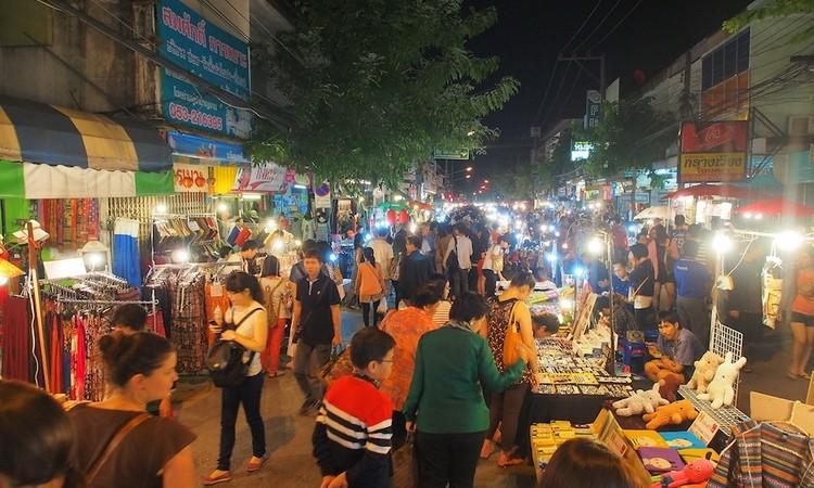 Wau-Lai-Walking-Street