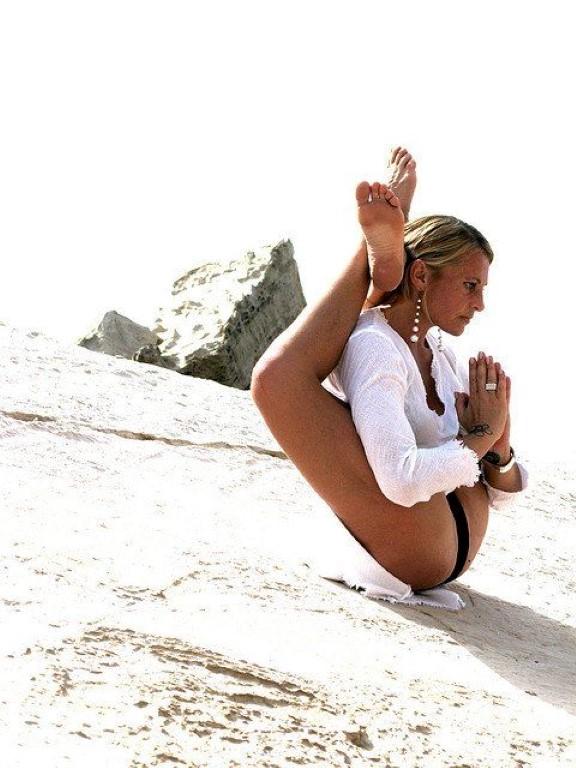 yoga acro2